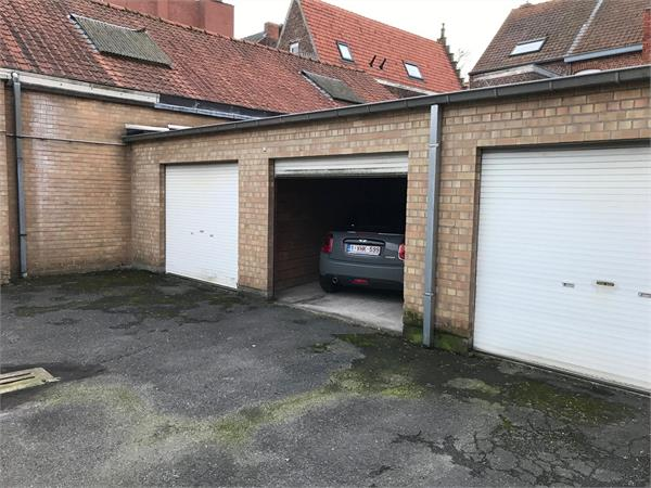 VERNIEUWD APPARTEMENT MET 3 SLPKS EN OPTIONELE GARAGE IN CENTRUM IEPER