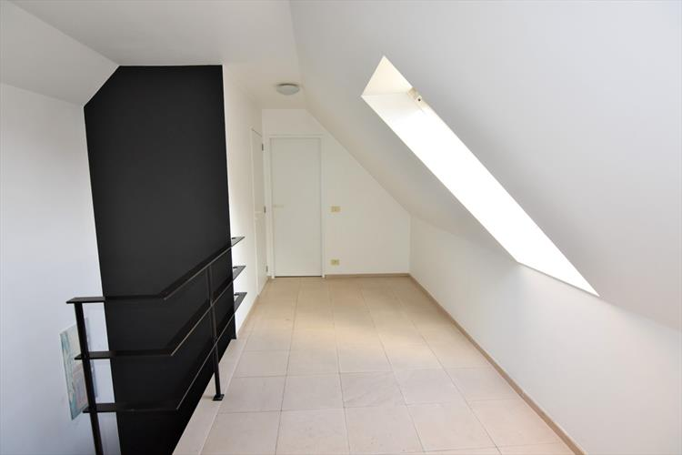 Ruim duplex appartement in centrum Rumbeke