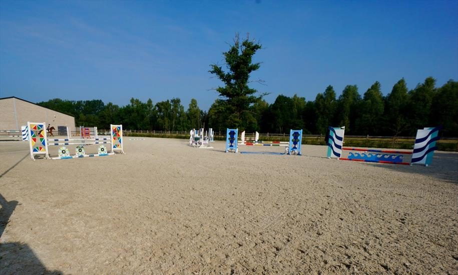 Equestrian complex with house on approximately 6,5ha in Laakdal