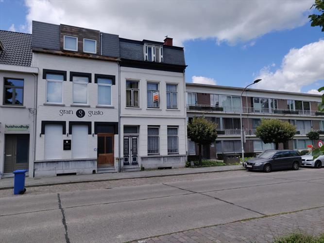 Te renoveren herenhuis in centrum Brasschaat