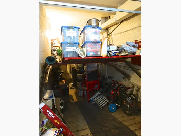 garage met lift - garage avec ascenseur