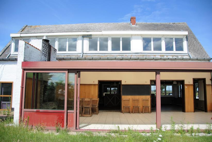 Commercial property/ practice space to be renovated with residence on approximately 1,85ha in Knokke-Heist